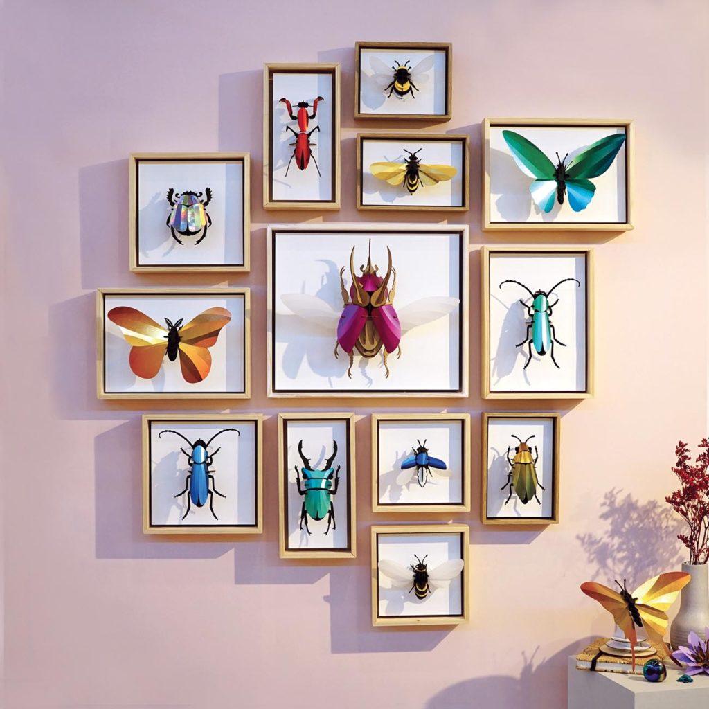 Assembli insecten aan muur